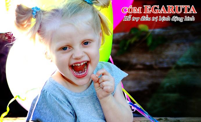 Trẻ luôn luôn cười là triệu chứng đặc trưng của hội chứng Angelman